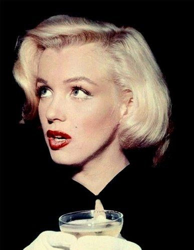 Musings of a girl walking in a vintage wonderland: Marilyn Monroe - Forever beautiful: