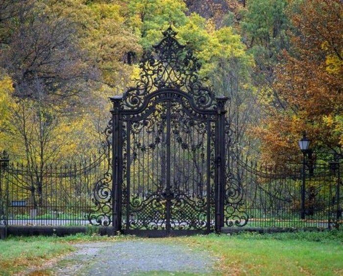 cloture fer forgé, couleurs d'automne, décoration en fer forgé, volutes et fleurs