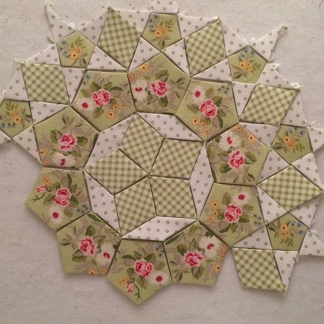 Best 25+ English paper piecing ideas on Pinterest | Hexagon quilt ... : quilting with paper - Adamdwight.com