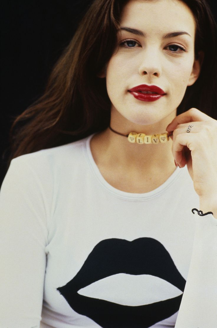 Liv Tyler: Girls Crushes, Style, Beautiful, Red Lips, Liv Tyler 90S, Cool Necklaces, Choker Necklaces, T Shirts, Lips Colors