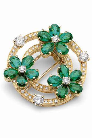 Broche de oro amarillo con diamantes y esmeraldas talla pera, de la colección de alta joyería de Bulgari