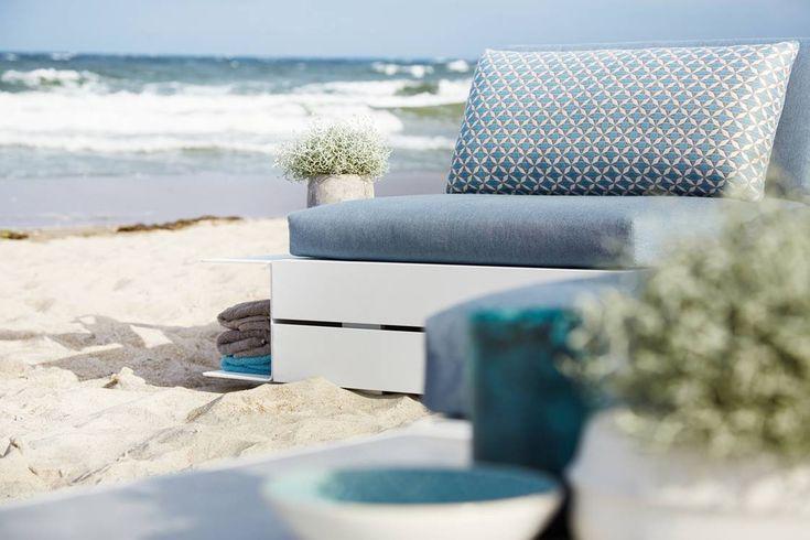 solpuri | BOXX Lounge | Material: aluminium, Teak, HPL and weatherproof fabric #solpuri #boxx #outdoorfurniture #gartenmöbel #stylish #inspiration #homedecor #modular #ostsee #lounge #summer2018 #white #outdoorliving