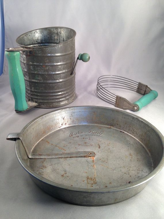 1940 Vintage Bromwell's Measuring-Sifter, Androck Dough Pastry Blender No. 1735236, Country Farmhouse Green Wood Handles, Bake-King Cake Pan