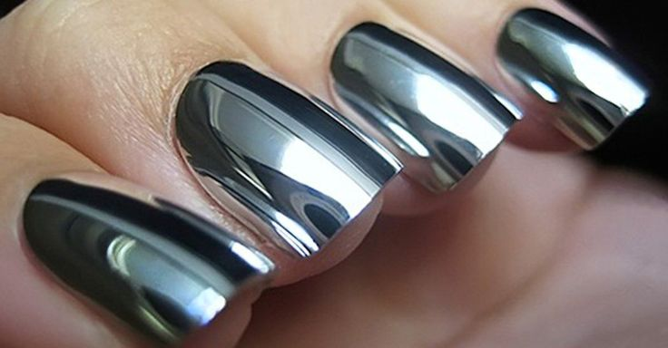 A las chicas nos obsesionan las nuevas tendencias, así que vuélvete loca con lo nuevo en uñas y el estilo cromado o uñas de espejo ¡Serán tus nuevas favoritas!