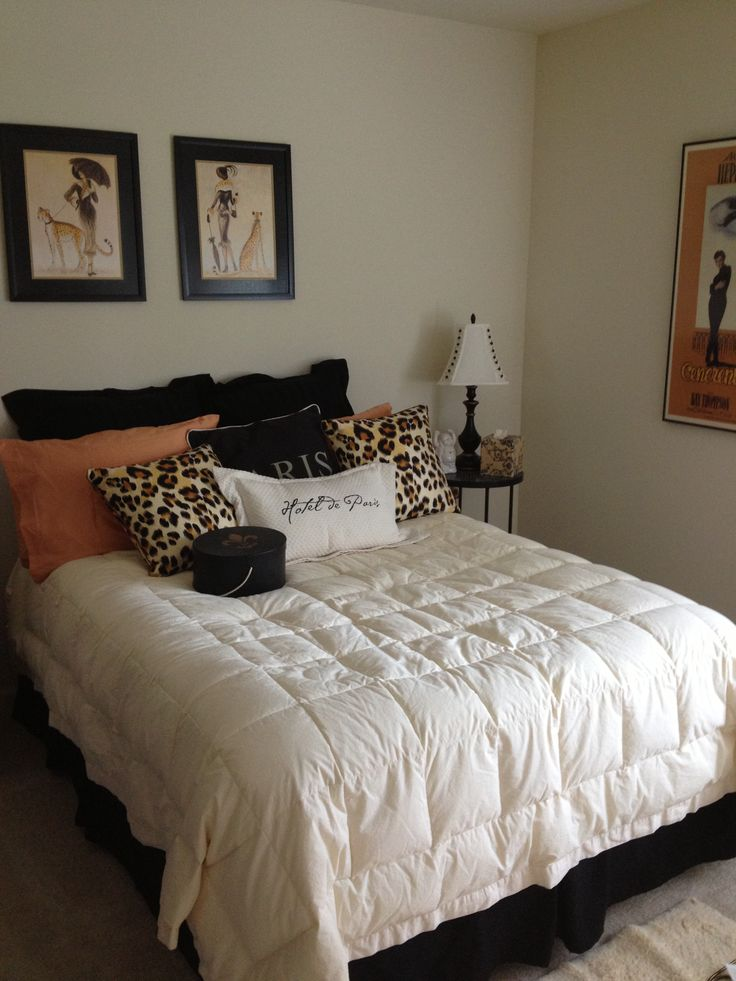 Decorating ideas for bedroom with paris and leopard print for Bed decoration simple