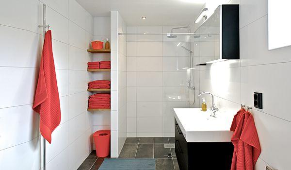 Smart förvaring och duschyta med ny vägg. Från INR