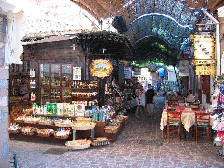 Griekenland Lesbos / petra -  Nauwe straatjes met leuke winkeltjes
