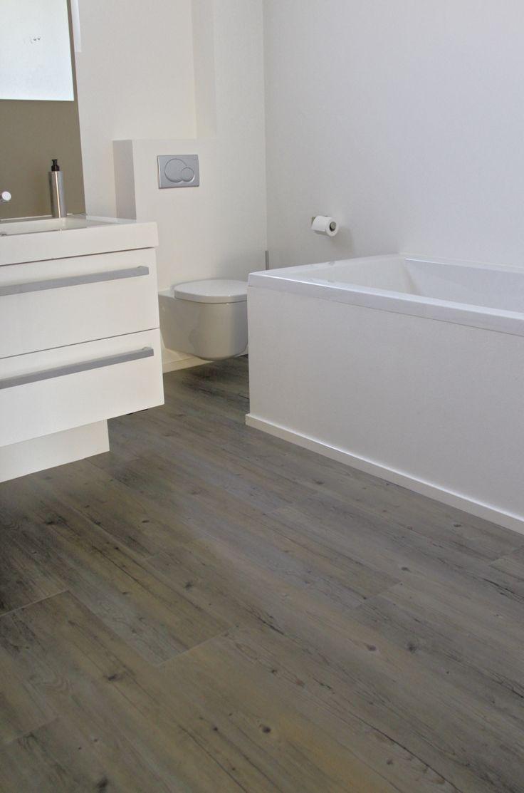 pvc vloer met houtlook in de badkamer. Wil jij graag een houten vloer ...
