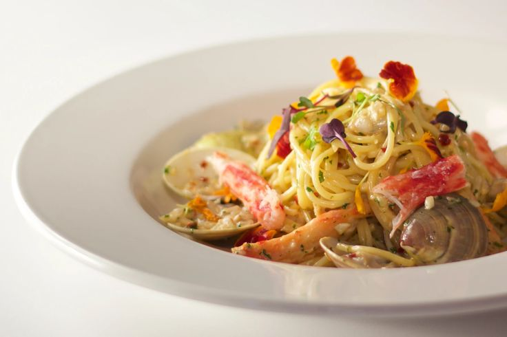 CHILI CRAB AND CLAM LINGUINE Sautéed with golden shallots and garlic, finished with white wine and cream reduction.