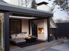 Oder Kamin nicht als Raumteiler sondern wie hier im Wohnbereich, zum Esszimmer zB mit Balken abtrennen
