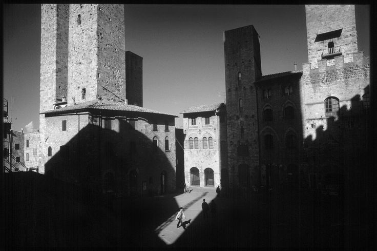https://flic.kr/p/6SFmrJ | san gimignano 1 | Piazza del Duomo, San Gimignano, Tuscany, Italy.  en.wikipedia.org/wiki/San_Gimignano  Scala slide film scans