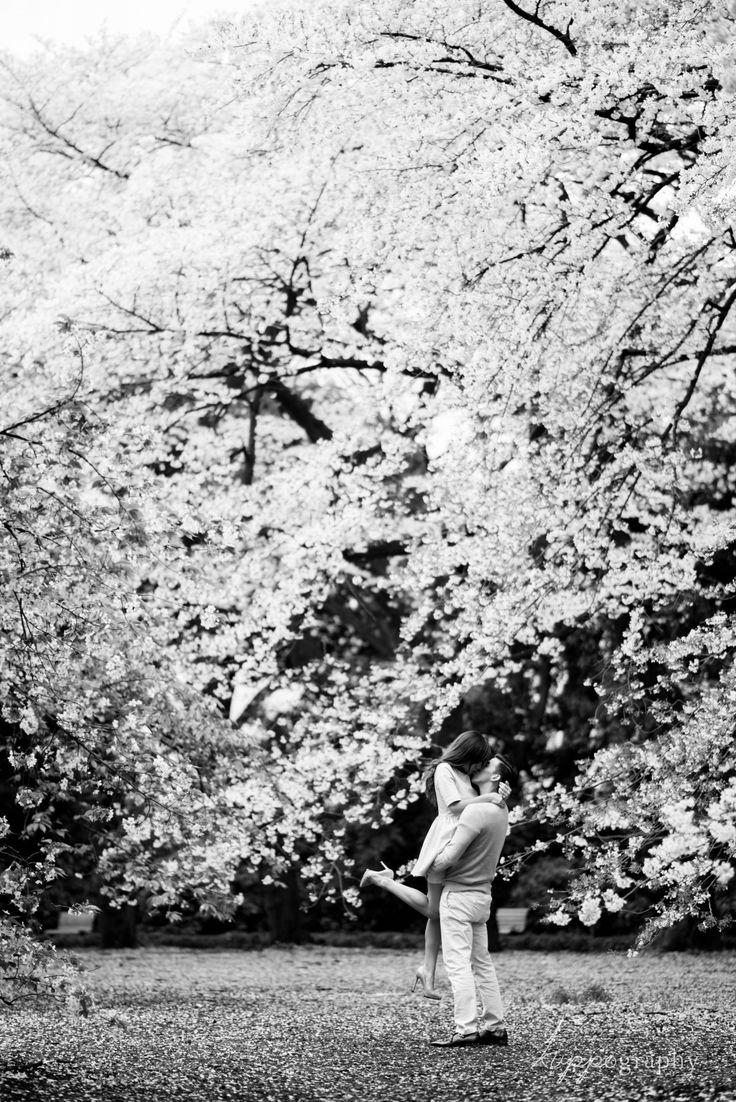 東京での桜エンゲージメントフォト | ウェディングフォトブログ by kuppography
