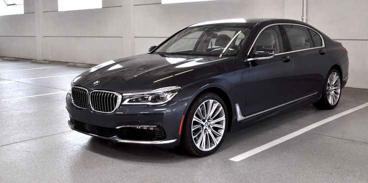 BMW 750i 2016: Placer de conducir y ser conducido - https://autoproyecto.com/2016/08/bmw-750i-2016-placer-conducir-conducido.html?utm_source=PN&utm_medium=Pinterest+AP&utm_campaign=SNAP