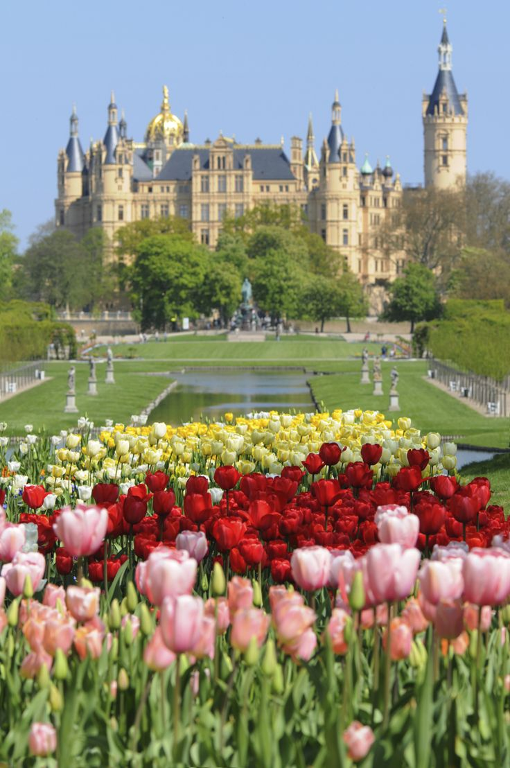 Schwerin Castle, Germany Beautiful castle located on an island in the town center, surrounded by a lake and garden.