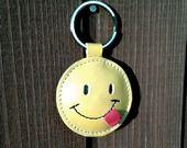 Un sourire / Visage à framboise cuir porte-clé - Livraison gratuite : Porte clés par triballi