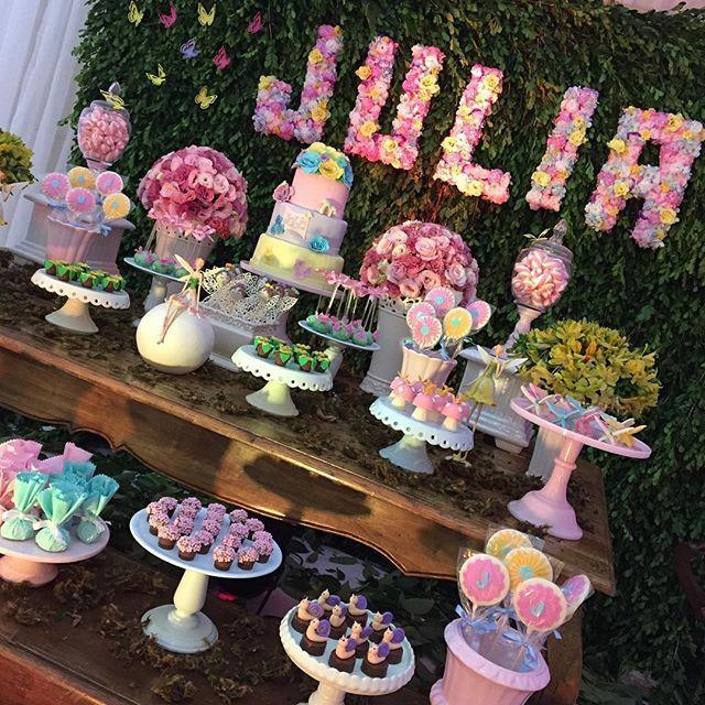 #Repost @bibelotdecor ・・・ Super fofa essa festa tema Jardim Encantado!!! #jardimencantado ...