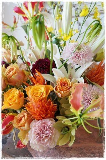 【今日の贈花】豪華なお誕生日のお祝花 http://ameblo.jp/flower-note/entry-11669424995.html