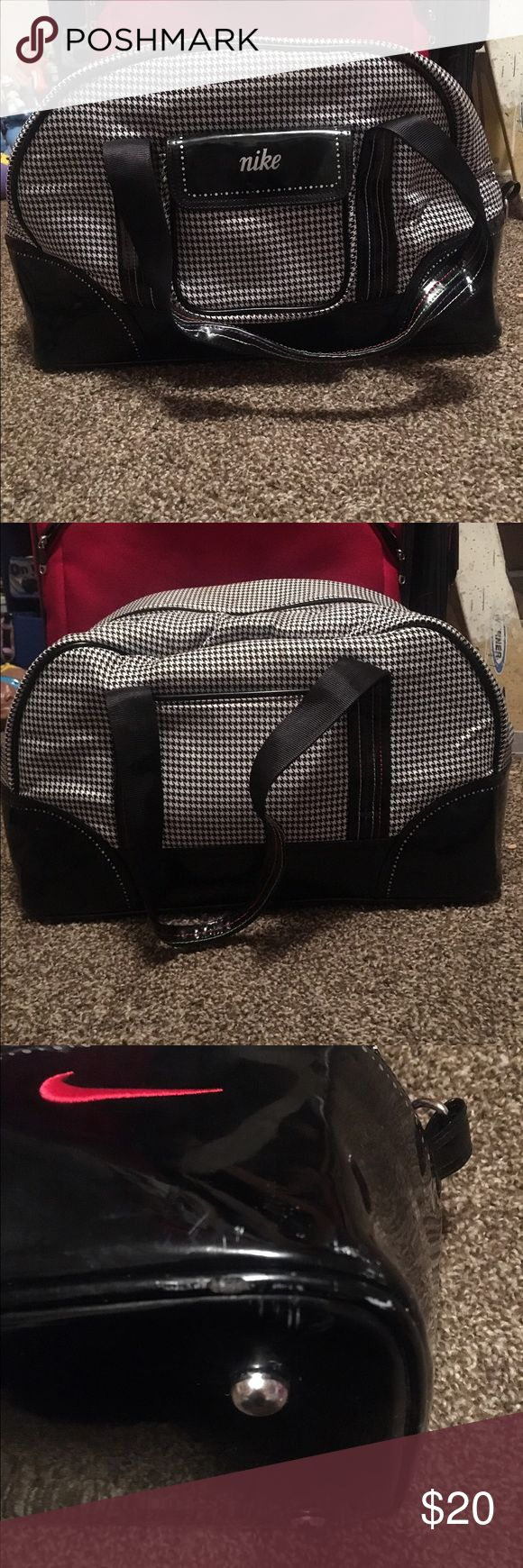 Nike shoulder bag Send a few times when traveling. Great size. Comes with a removable wristlet. No need for it anymore. Great condition. Can be used for anything. Nike Bags Shoulder Bags