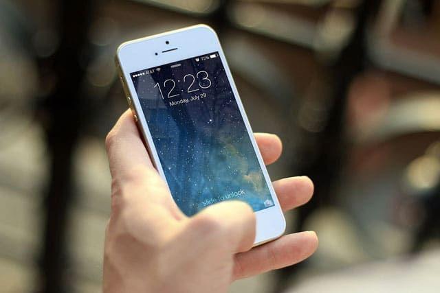 Formation smartphone à domicile Cannes Antibes Nice 06 pour apprendre à bien utiliser son Iphone ou son smartphone Android. Installer des applications