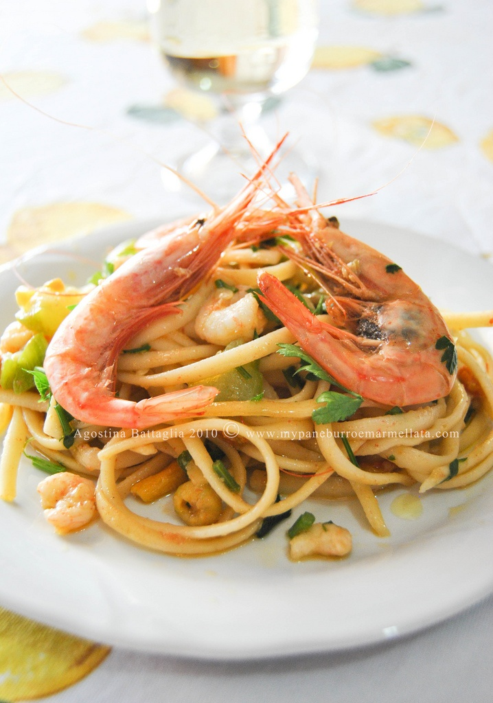 lINGUINE AI FIORE DI ZUCCA E  GAMBERI / linguini with shrimp and zucchini flowers