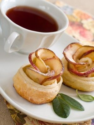 Apple Rose Tea Cakes    Tea cakes, like any dessert, are served last, after scones during Light Afternoon Tea or after tea sandwiches and scones during Full Afternoon Tea. This small variety of sweets gives balance to the more savory dishes and provides a memorable end to your tea party.     Most pasties qualify as tea cakes.