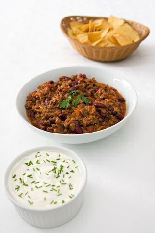 Een extra warm en lekker chili con carne recept uit Mexico om makkelijk zelf klaar te maken.