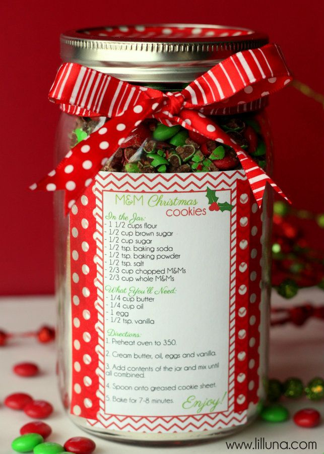 Christmas Cookies in a Jar Gift Idea on { lilluna.com } #christmas