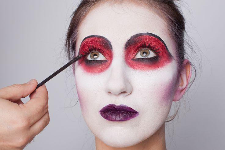 Плохие новости: Хэллоуин наступит непременно. навыками превращения в нечисть. Даем пошаговую инструкцию.