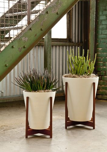 case study ceramic funnel planter with wood stand