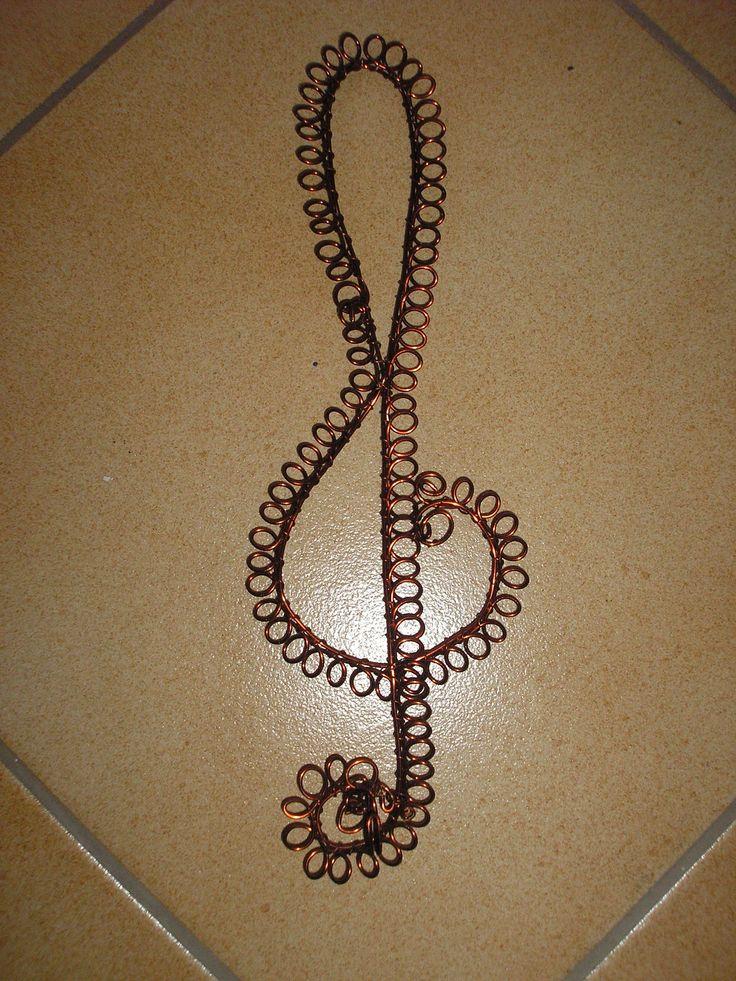 Vešiačik Husľový kľúč, drôt Kevešová - Husľový kľúč, drôt.vešiak,.JPG Vešiačik Sr