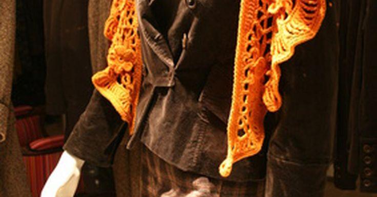 ¿Cómo detectar un Versace falso?. Fundada por Gianni Versace en 1978, La Casa Versace se enorgullece de la impecable calidad y el vibrante estilo presentes en cada una de sus prendas. Es un secreto a voces, que los estilos y acabados característicos de muchas firmas de alta gama han sido copiados para hacer versiones baratas. Pues bien. Versace no es la excepción. La buena noticia ...