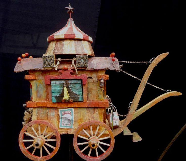 Petit théâtre à histoires 1  gypsy wagon dollhouse