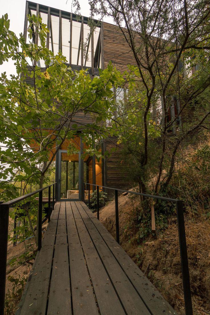 Slope House Resides on the Hillside of Lake Rapel in Chile