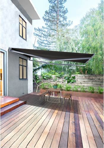 Limited by space? Your solution is the Ventura Terrace, designed specifically for narrow terraces or apartment buildings. This is a narrow awning with a long projection, as the arms on the system offset one above the other.