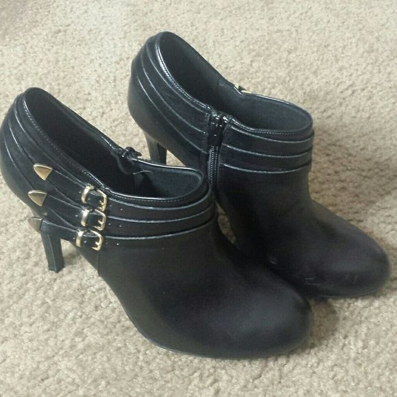 Black ankle boot heels Super cute heels. Worn once. Didn't realize I already had a similar pair! FIONI Clothing Shoes Ankle Boots & Booties
