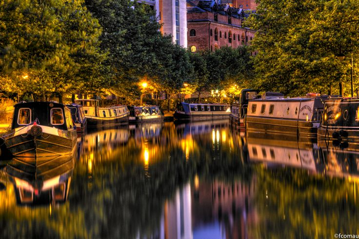 Beautiful canal side picture at Castlefield Junction, Manchester. Visit on a (7-14 night) break from Anderton Marina. www.abcboathire.com