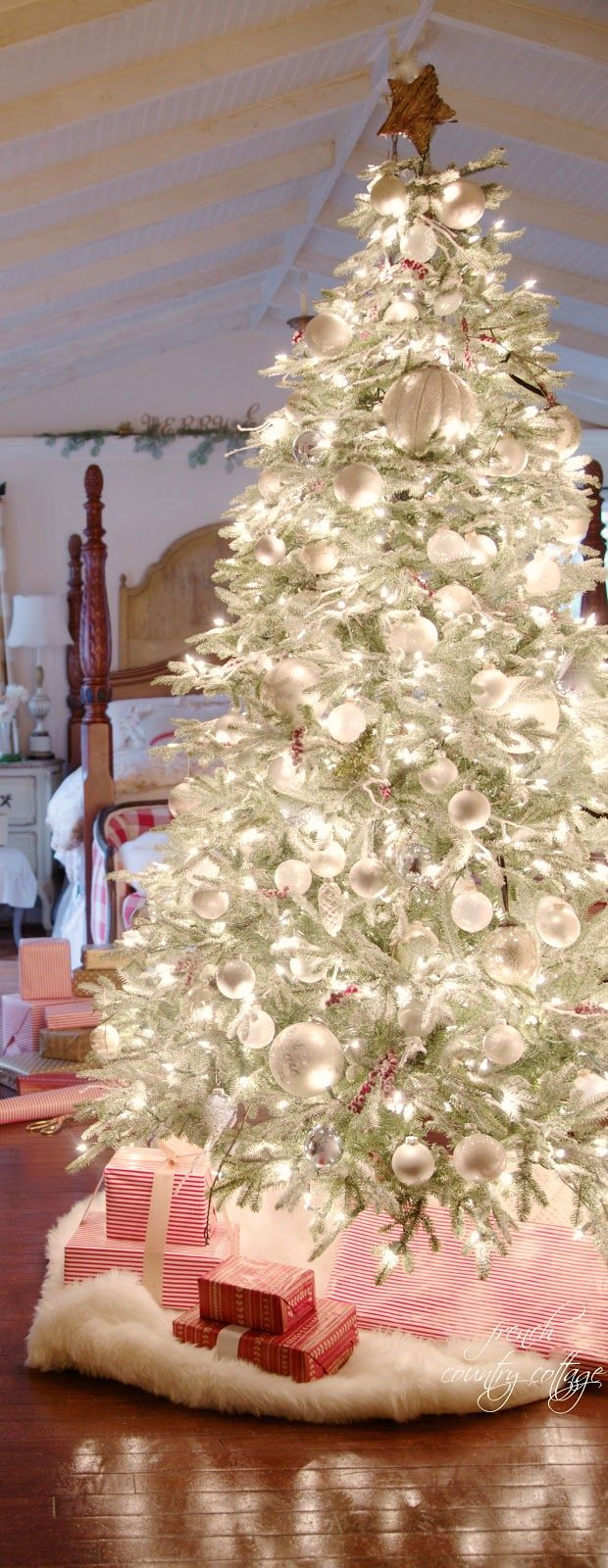 FRENCH COUNTRY COTTAGE: A very merry Christmas tree - this tree is absolutely stunning!