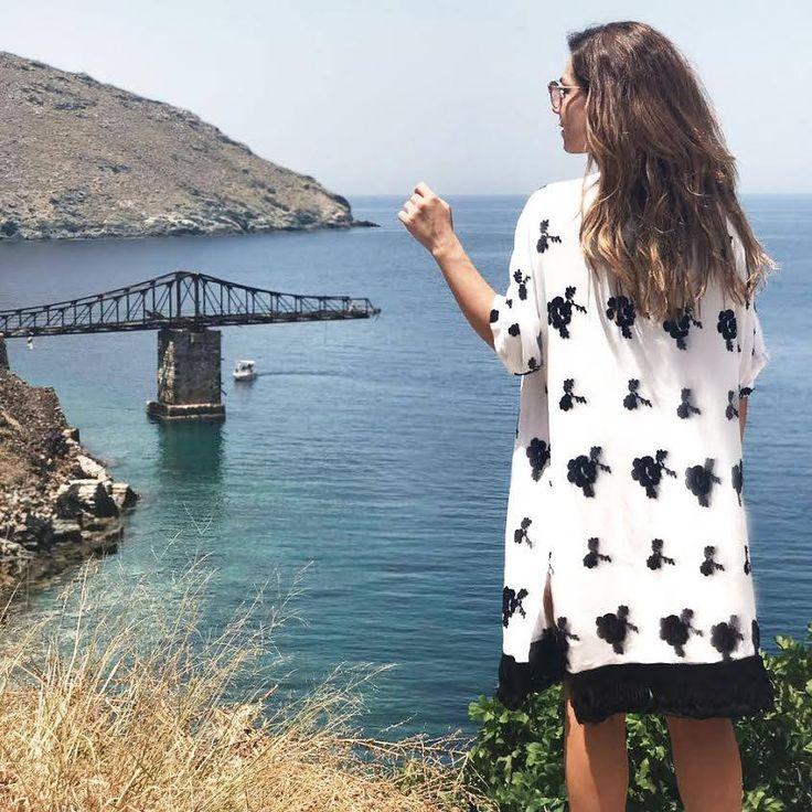 Ready for adventure 📌 #newin #kimono > http://bit.ly/2uxxXwf #summeroutfits #helmistyle Vaso Laskaraki Nikol Panagiotou
