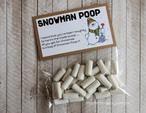 """Een zakje met """"Snowman poop"""" is leuk als traktatie of om cadeau te geven met kerst. Op mijn blog """"Homemade by Joke"""" staan nog meer soorten zakjes snoep en ook hoe ik ze gemaakt heb."""