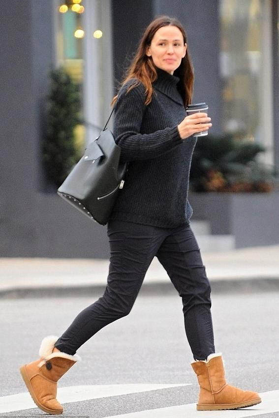 cfcc7428f6 Jennifer Garner wearing UGG Bailey Button Boots in Chestnut  Uggboots