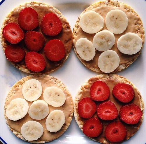 rice cake + pb + banana/strawberries