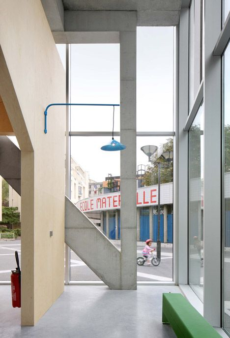 Bruther slots curving community centre into crowded Paris neighbourhood