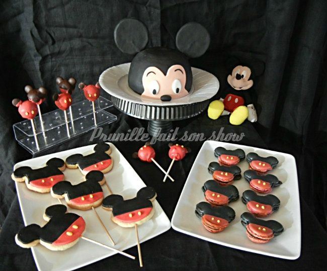 Mini sweet table Mickey ou assortiment de p�tisseries sur le th�me de Mickey Mouse...