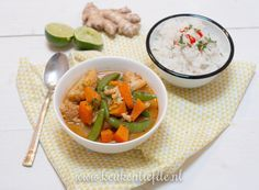 Een heerlijk Thaise rode groentecurry met pompoen, bloemkool en sugar snaps.