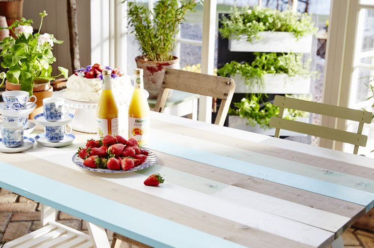 Måla bord. Egentillverkat bord av obehandlade brädor. Läs hur du gör på www.anza.se