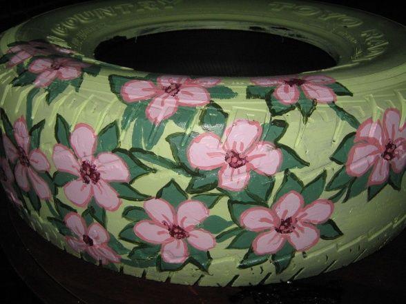 PAINTED TIRES AS FLOWER CONTAINERS | country flower pots, Reused old tires turned ... | Garden-Outdoor Liv ...