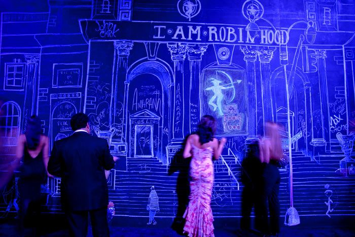 To highlight the event's focus on children and fund-raising for a charter school, the 2006 Robin Hood Foundation gala had giant chalkboards in the reception area set up in New York's Jacob K. Javits Convention Center. David Stark sketched local landmarks and iconic scenes on the walls, and, during the event, guests could add their own designs with chalk provided in bowls on the cocktail tables.