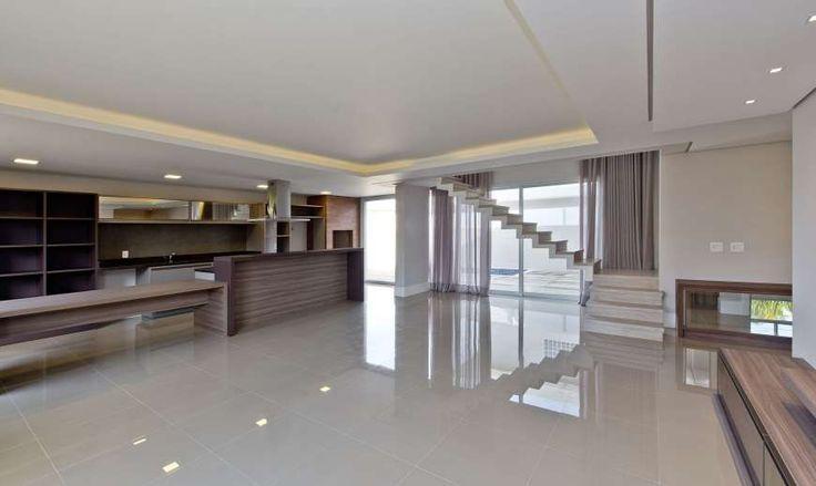 Compre Casa com 6 Quartos e 203 m² por R$ 1.300.000 na Rua Chiquinha Gonzaga, 40 - Cacupé - Florianópolis - SC. Fale com Smart Brokers Consultoria Imobiliária.