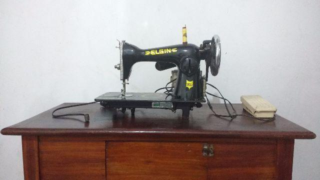 Maquina de costura Elgin com motor