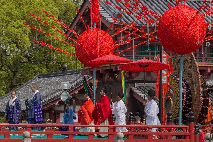 https://flic.kr/p/Gw1iNa | Ancient Bugaku Dance at Shitennō-ji in Osaka, Japan…